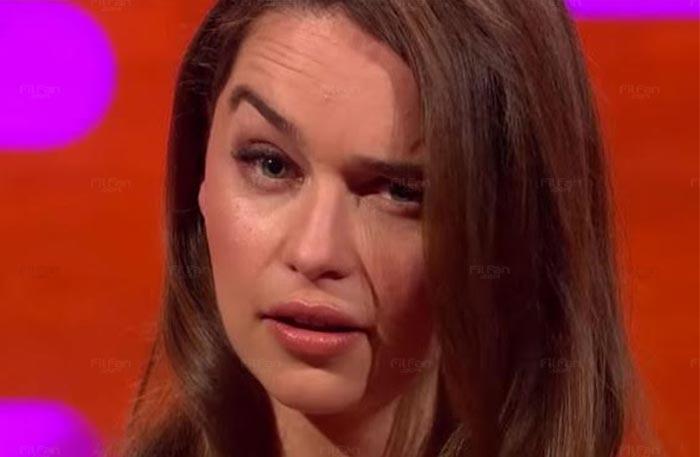 إيميليا كلارك تفوز بلقب أفضل حواجب