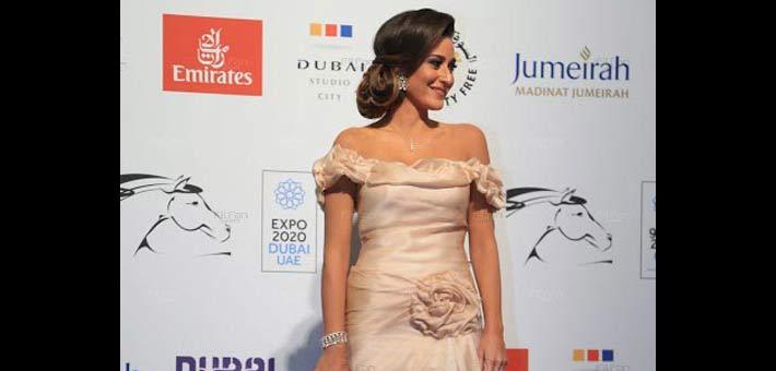 أمينة خليل على السجادة الحمراء في افتتاح مهرجان دبي