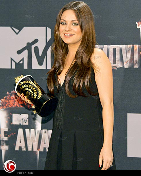"""ميلا كونيس تظهر عليها الحمل خلال حفل """"MTV"""""""
