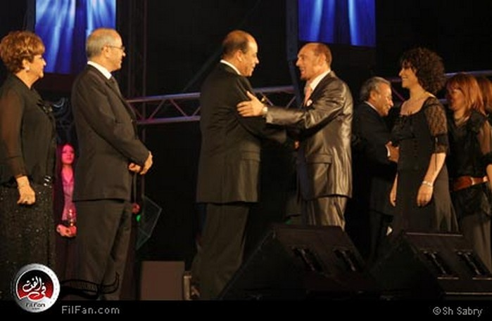 الفنان محمد صبحي يتلقى تكريم الوزير أنس الفقي