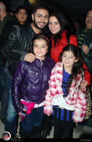 بالصور عمر وسلمى وطفلتيهما يحتفلون بعرض الفيلم مي جودة