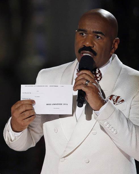 ستيف هارفي لحظة تصحيح اسم الفائزة