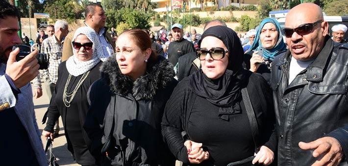 دلال عبد العزيز وشيرين من جنازة شادية