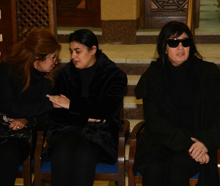 فيفي وعزة ابنتها بصحبة بوسي شلبي