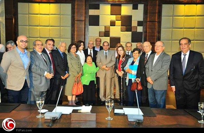 """أحمد مراد """"أقصى اليسار"""" في لقاء السيسي"""