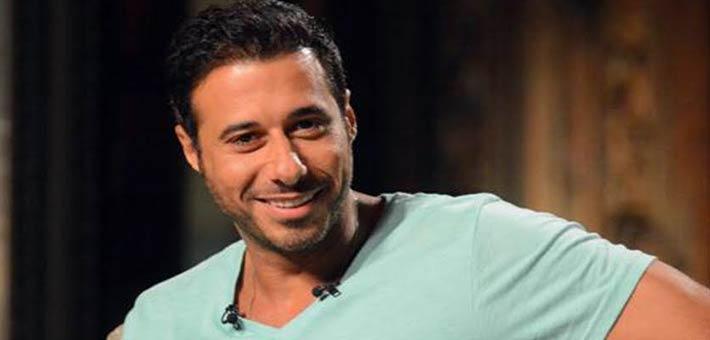 أحمد السعدني عن زيارة الفنانين للاعبي المنتخب: تصرف ساذج