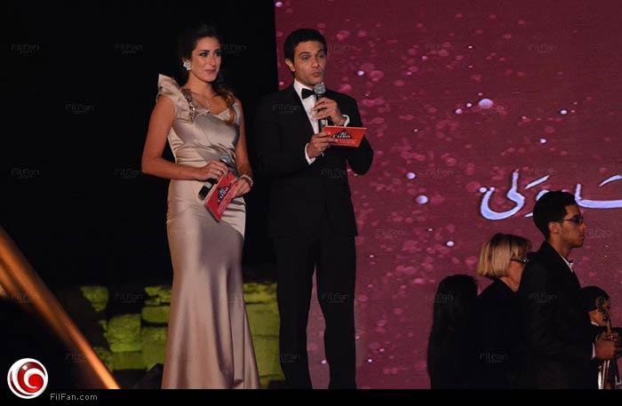 مقدما الحفل آسر ياسين وأمينة خليل