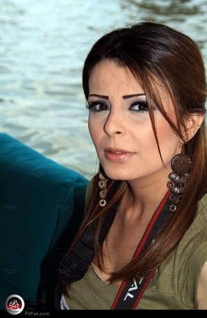 إنجي محمد إحدى مذيعات البرنامج