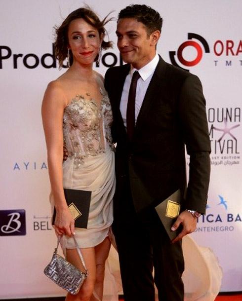 آسر ياسين وزوجته