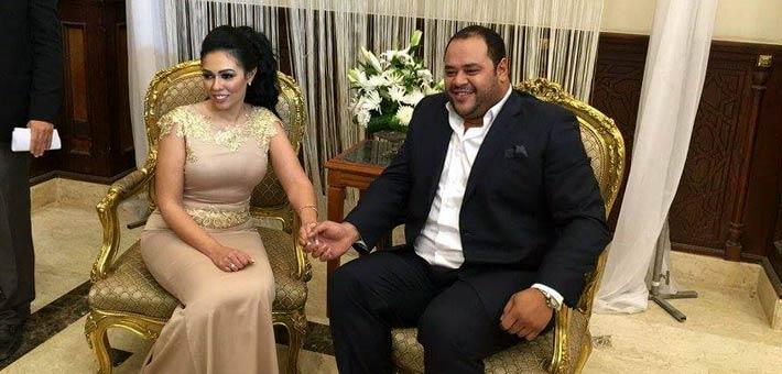 محمد ممدوح مع عروسه