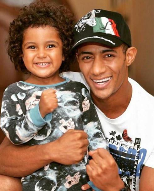 محمد رمضان وابنه علي