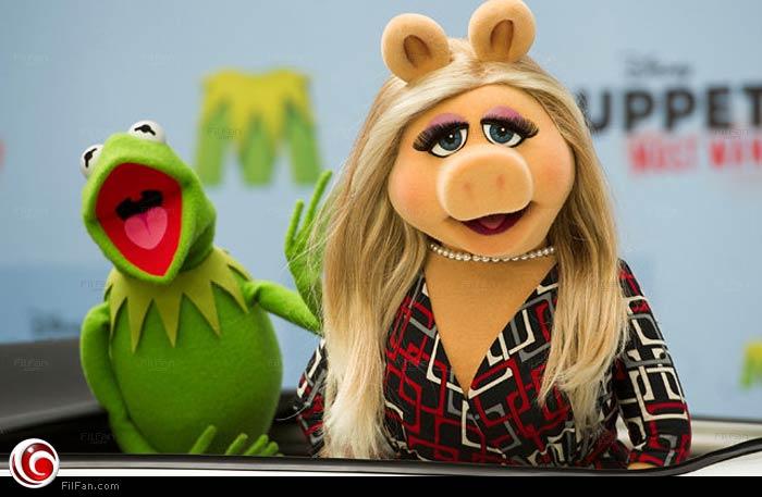 ميس بيجي وكيرميت أبطال عرائسThe Muppet Show