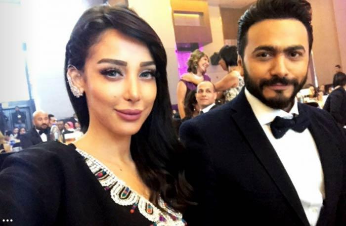 المطرب تامر حسني وزوجته