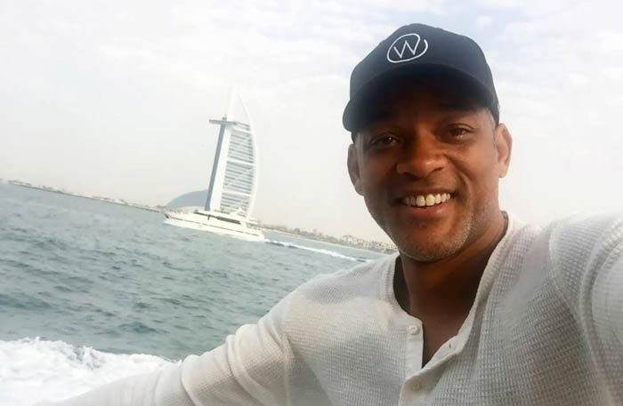 ويل سميث أمام برج العرب في دبي