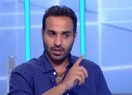 بالفيديو- جولة سريعة في منزل أحمد فهمي.. دراجة في غرفة الطعام وتماثيل كلاب على الباب!