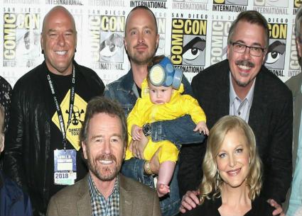 """""""والتر وايت"""" وجيسي"""" وأبطال Breaking Bad يجتمعون في Comic-Con احتفالا بمرور 10 أعوام .. هذه حقيقة الفيلم السينمائي"""
