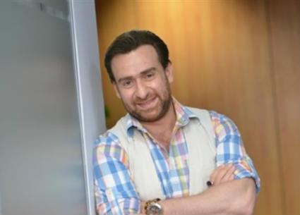 """خاص- خبراء أجانب من أجل ماكياج وملابس نجيب الريحاني في """"الضاحك الباكي"""""""