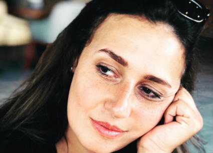 بالفيديو- حلا شيحة تصبغ شعرها للبني الداكن.. شاهد إطلالتها الجديدة