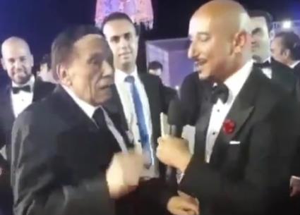 بالفيديو- عادل إمام يحرج خالد منصور بمهرجان الجونة السينمائي