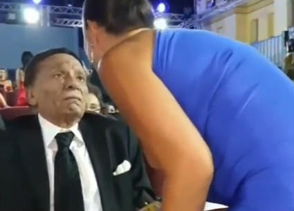 بالفيديو- أبرز لقطات عادل إمام في افتتاح مهرجان الجونة..قبلات وإحراج مذيع