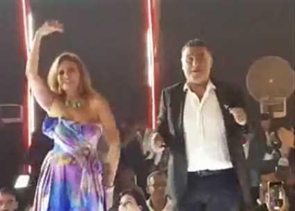 """بالفيديو- تامر حبيب ويسرا يرقصان على """"يتعلموا"""" لعمرو دياب في مهرجان الجونة"""