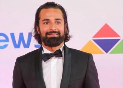 """بالفيديو- أحمد حاتم: هذه الفنانة صاحبة """"أشيك"""" فستان في افتتاح مهرجان الجونة"""