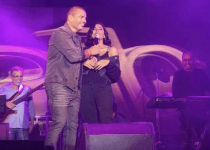 19 صورة من حفل عمرو دياب في جامعة MIU.. وظهور دينا الشربيني على المسرح