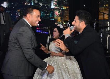 """بالفيديو- الليثي يفاجيء حماقي في حفل زفاف شيماء سيف .. غنى """"أجمل يوم"""""""