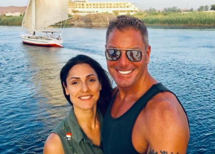 9 صور- تامر هجرس وزوجته في رحلة رومانسية بنيل أسوان