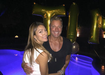 10 صور- تامر هجرس يحتفل بعيد ميلاده مع زوجته وابنتيه