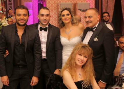 41 صورة- دياب وزوجته ورامي صبري ونيللي يجتمعون في حفل زفاف.. حضور مشاهير الفن