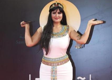 سما المصري بزي الملكة كليوباترا في افتتاح مهرجان القاهرة السينمائي