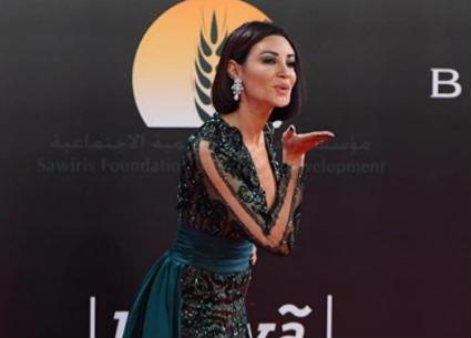 الصور الكاملة للمشاهير على السجادة الحمراء..رد رانيا يوسف وتشابه  فيفي وسما
