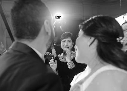 13 صورة- شيرين تغني وترقص في حفل زفاف شقيقتها.. هكذا يتعامل حسام حبيب مع ابنتي شيرين