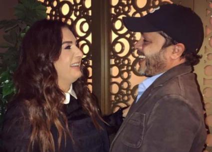 """صورة- زوجة محمد هنيدي تدعمه في الافتتاح الكبير لمسرحية """"3 أيام في الساحل"""""""