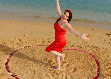 بالفيديو- ميرنا وليد ترد على الساخرين من جلسة تصويرها لعيد الحب