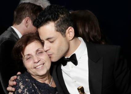 رامي مالك وعائلته للمرة الأولى في حفل الأوسكار..ظهور خاص لشقيقته المولودة في مصر