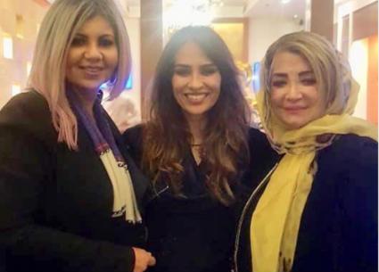 سمير صبري ودلال عبد العزيز وشهيرة ونادية لطفي يحتفلون بتواجد ابنة ناهد شريف في مصر