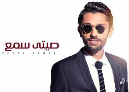 """بالفيديو- كريم محمود عبد العزيز يكشف جزءا من أغنيته """"صيتي سمع"""" .. ما رأيك في صوته؟"""