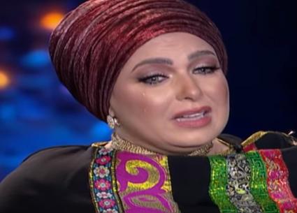 صابرين تبكي على الهواء: ولادي بيتشتموا كل شوية