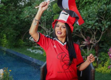 رانيا يوسف تدعم المنتخب المصري بقميص محمد صلاح