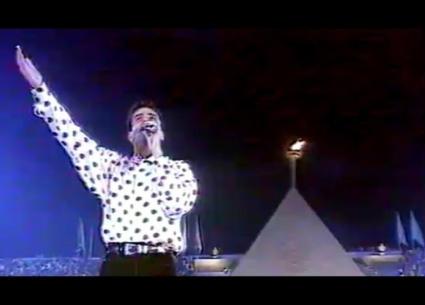 """12 معلومة عن أغنية عمرو دياب """"بالحب اتجمعنا"""" ... التي أعاد تقديمها بعد 28 عاما"""