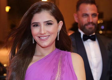 هل فستان مي عمر في افتتاح الجونة 2019 شفاف؟