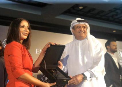 على غرار ممر مشاهير هوليوود.. منى زكي أول فنانة مصرية في ممر مشاهير دبي