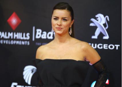 """الأزياء السوداء تسيطر على عرض فيلم """"احكيلي"""" في مهرجان القاهرة السينمائي"""