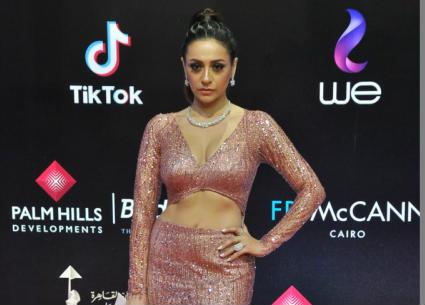 النجوم على السجادة الحمراء في حفل ختام مهرجان القاهرة السينمائي 41