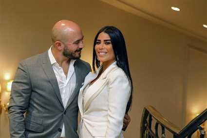 بسبب صورة مع زوجته... إعلامية كويتية تهاجم محمود العسيلي