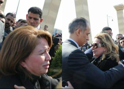 بكاء إلهام شاهين ويسرا في جنازة حسني مبارك