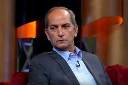 شاهد- رد فعل صالح سليم لشرب هشام ابنه السجائر