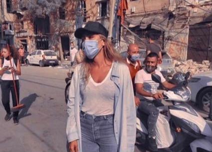 بالفيديو- مايا دياب تساعد الأسر المنكوبة في انفجار مرفأ بيروت